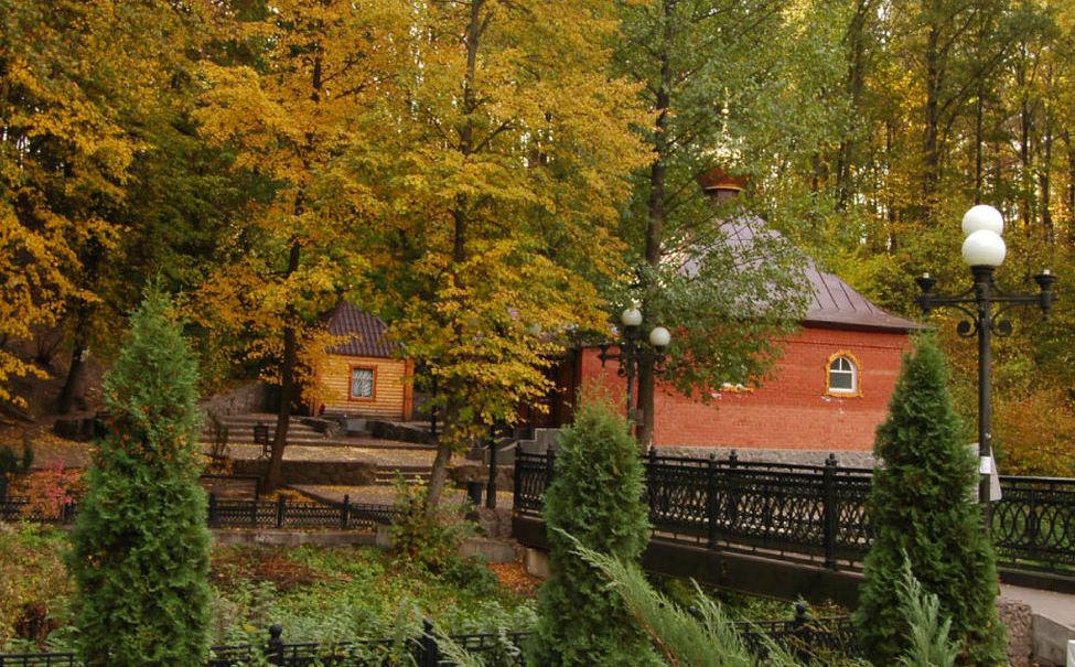 Святой источник в женском Свято-Тихоновском монастыре в Задонске Липецкой области