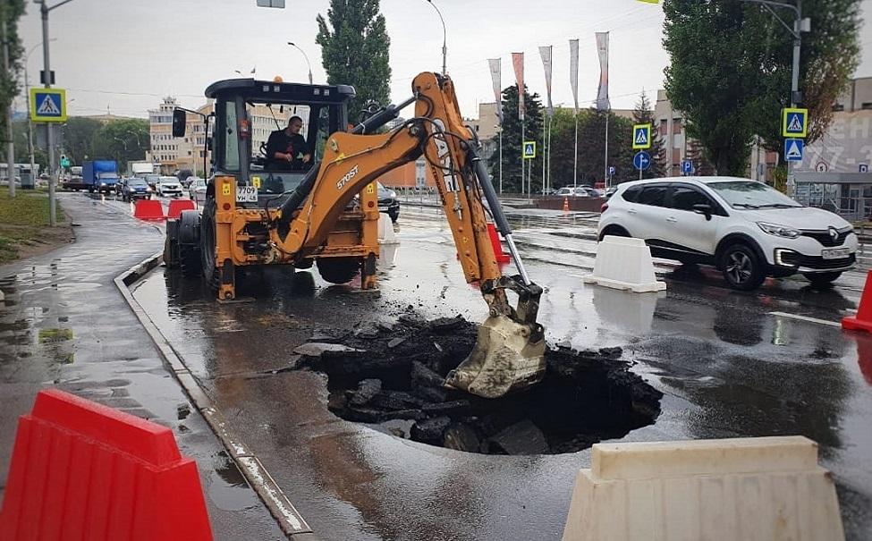 В Липецке энергетики продолжат работать на месте провала